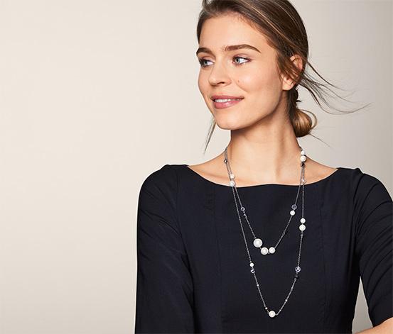 Naszyjnik dwuwarstwowy, zdobiony szklanymi kryształami i perłami