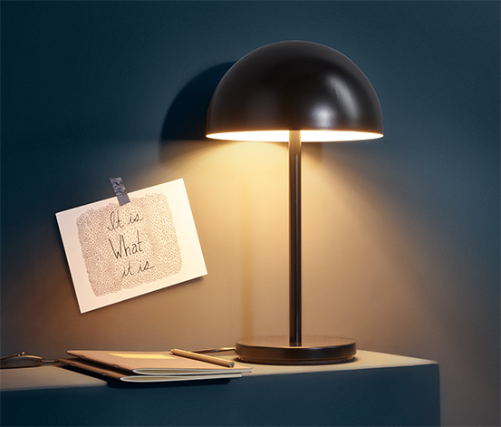 Metalowa lampa stołowa LED